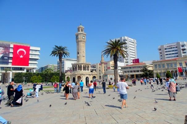 İzmir Konak Meydanı